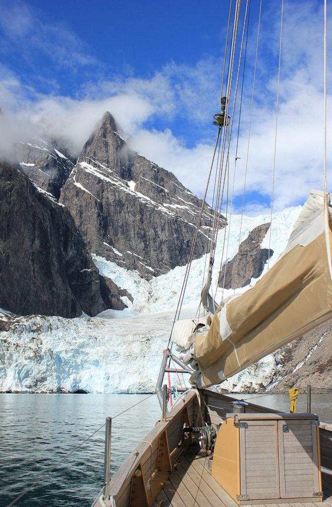La Louise devant un glacier