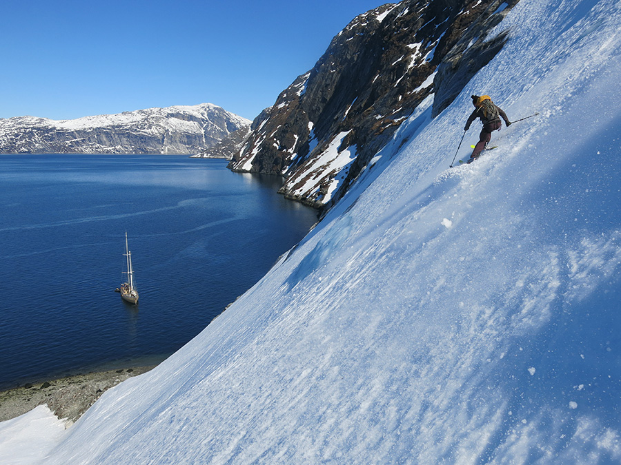 Superbe descente à ski jusqu'à la Louise