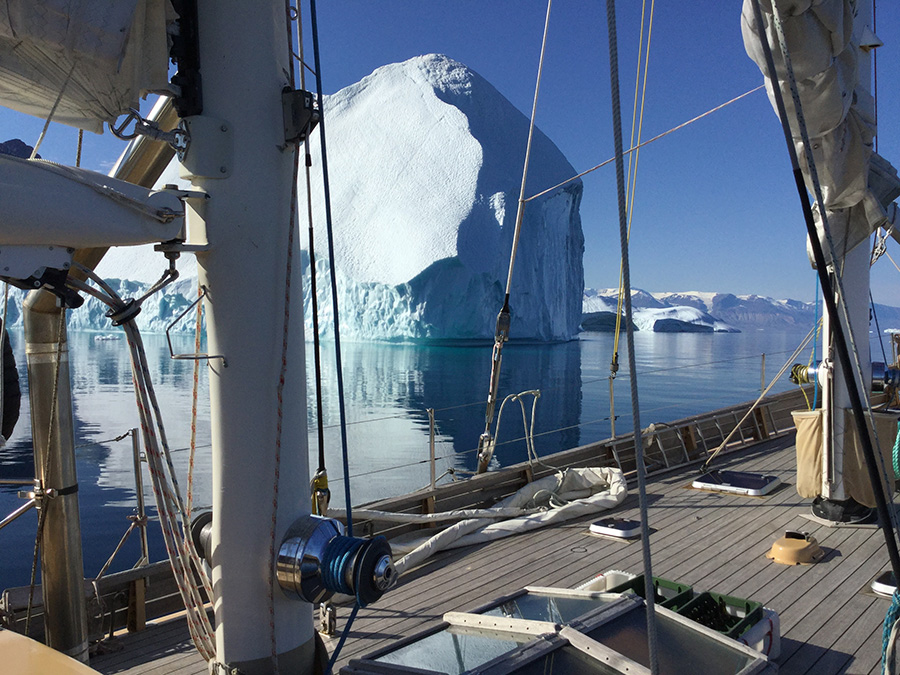 La louise passe dans les icebergs
