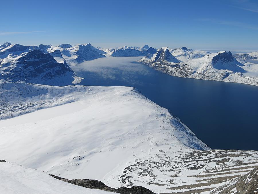 Magnifique vue du haut des montagnes au Groenland